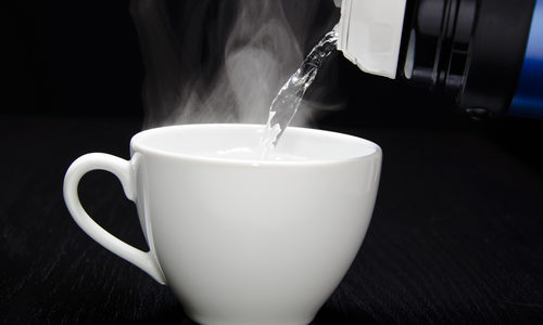 低体温改善方法の即効は?低体温が引き起こすリスク回避には白湯を飲む